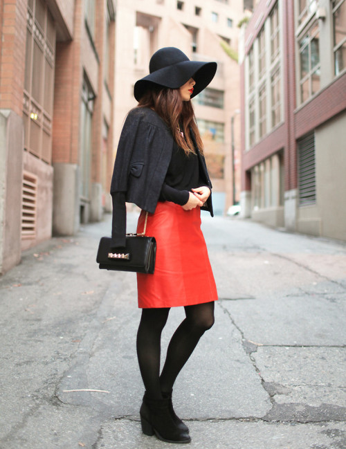 lookbookdotnu:  Black and red (by Ivy Xu)