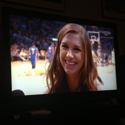 mmm Alex Morgan is at the Laker game 😍⚽ #alexmorgan #lakers