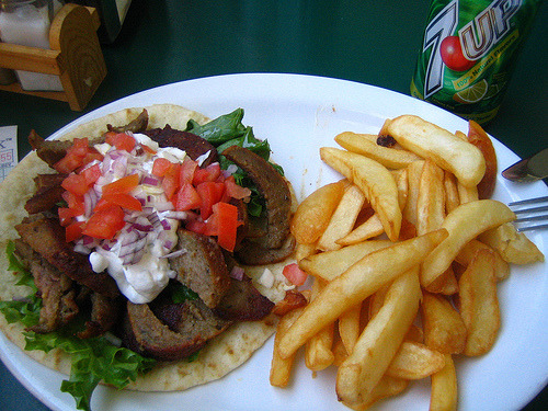 cravingsforfood:  Gyro with chips.