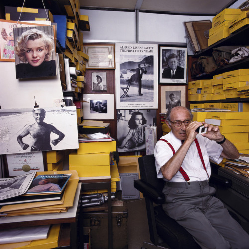 1972projects:  1988: Alfred Eisenstaedt, photographed in New York by Abe Frajndlich http://www.1972projects.blogspot.com