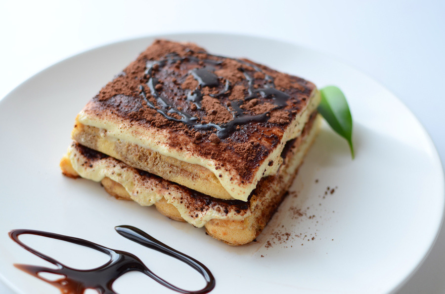 diet-killers:  tiramisu_001 (by A Designer's photostream)