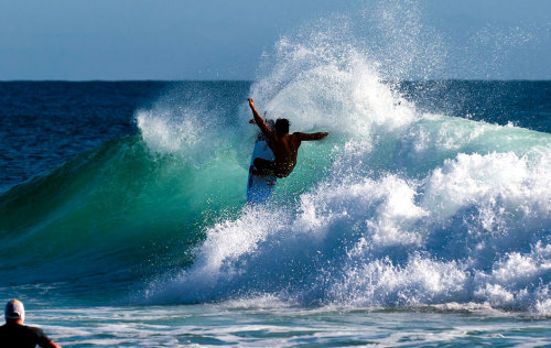 rrenegade:  Julian Wilson, last-minute purse-drop, Snapper Rocks. Photo: Simon Muirhead