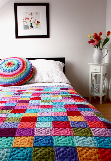 podkins:  Today's Crochet-in-the-Home pic is from the delightful blog, AccordingtoMatt Amaze-balls!
