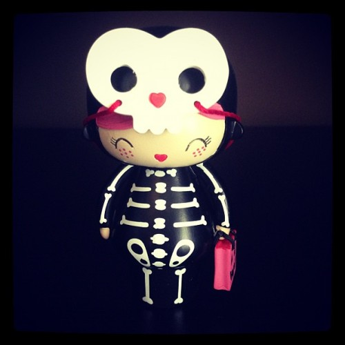 Spookie has just arrived at home ! #momiji #doll #toy #kokeshi #halloween #skull #cute #kawaii #kawaiioftheday #arttoy #arttoys #designertoy #designertoys (at Pure)