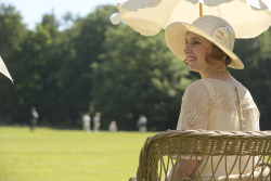 in-the-middle-of-a-daydream:  Laura Carmichael as Lady Edith Crawley in Downton Abbey