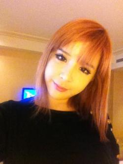 So how do you find Bommie's short hair? I think it looks good on her. She still looks like a doll but atleast now there would be more expression to that beautiful face of hers. There are times when I think I would probably freak out if i see her in person when she had her long hair coz she literally looked like a living doll. Reminding me of that suspense/horror flick WAX.