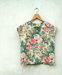 (via Vintage Tropical Flower Printed Beige Cap Sleeves by sweetdecade)