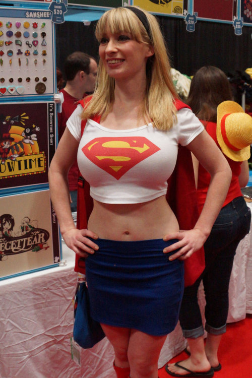 comicbookcosplay:  Supergirl