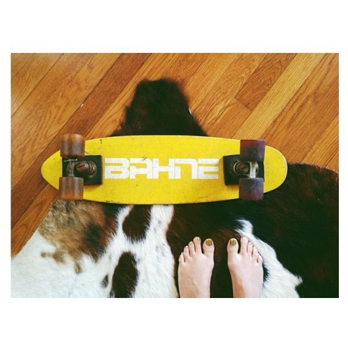 Say hello to my little friend #vintageboard #skateordie #aroundmyhome #deformedtoesiknow #opi  (at Castle Bueno)
