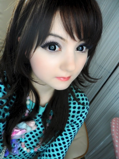 "In this pic I'm wearing ""Geo Black Circle Lens""! ♥ They're available at maplelens.com  ✧.*(⁎❝͋॔ ˙̫ॢ ॢ❝͋॓⁎)*·✧ Because of the lace design it has a very natural look  and creates a perfect transition from natural eye colour into the black, so just perfect for dolly eyes!"