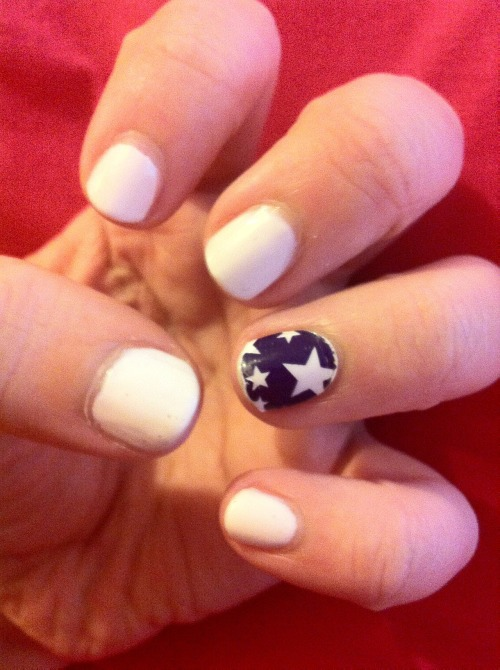 Starry-Eyed Snow Manicure <3