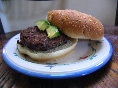hunger-spice:  Easy, vegan black bean burgers