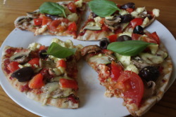 phonyfeast:  Homemade vege pizza! yum!