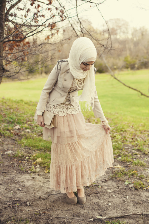 fattiesinlove:  catgirlxlrg:  Muslim MoriGirl look?! This Is AWESOME.  Gorgeous!