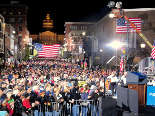 President Obama closed his campaign in Des Moines on Monday night in front of a reported crowd of 20,000. Photo by the Washington Post's David Nakamura.