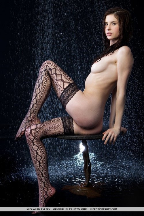 bonnysexfucking:  Stockings in the rain