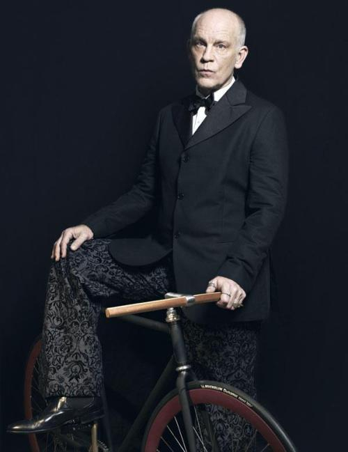 superfuffa:  John Malkovich and the Fixie