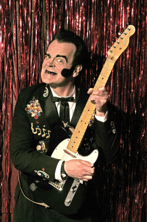 I am going to see the one, the only, UNKNOWN HINSON this Friday night. This will be my second time seeing him this year. I'm totally stoked. Yeah, baby.