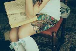 tattoos…check. reads books…check. quirky styling i.e. bow socks..check. iLove her