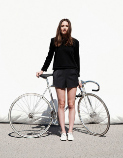 bikes-and-babes:  Girl with fixie.Source: Lookbook   Girl with fixie.