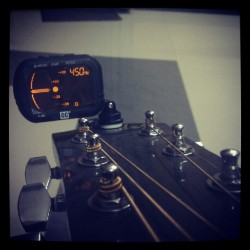 saipeeps:  New LCD tuner for my Fender Guitar. It made my tuning so easy. #fender #Guitar #Tuner #Tuning #Easy