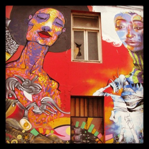 Girls… #graffiti #streetart  #valparaiso