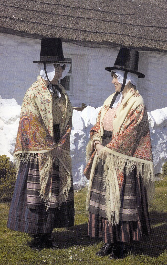 folkthings:  Folk costumes of Ynys Môn, Wales