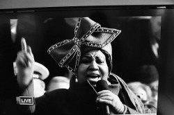 ARETHA FRANKLIN SINGING AT OBAMA'S INAUGURATION IN 2009 photographs of shirley's television #voteobama2012