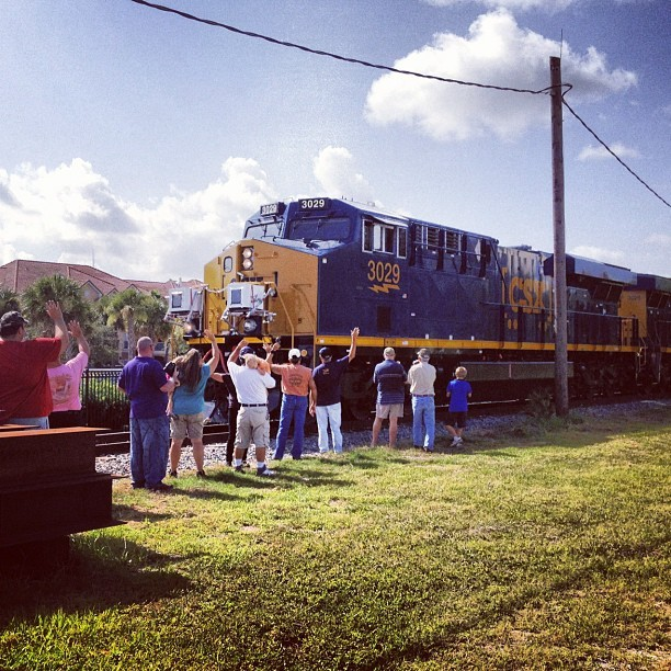 #Rail enthusiasts cheer on the #GE-powered #CSX #JuiceTrain as it leaves Bradenton, FL for its journey to New Jersey. #technology #locomotive #train #trains