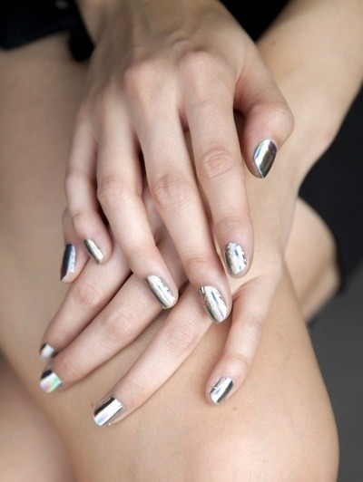a-bit-of-inspiration:  (vía Hair, nails, beauty & feminine stuff / Necesito este color de uñas. GRACIAS.)