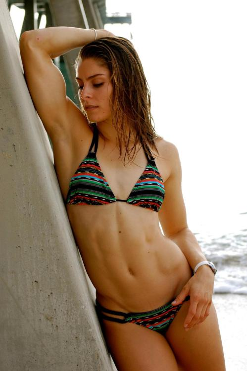 hardbodyfitgirls:  Erin Simmons, So Perfect - view full size  Ooofah!  Natural beauty