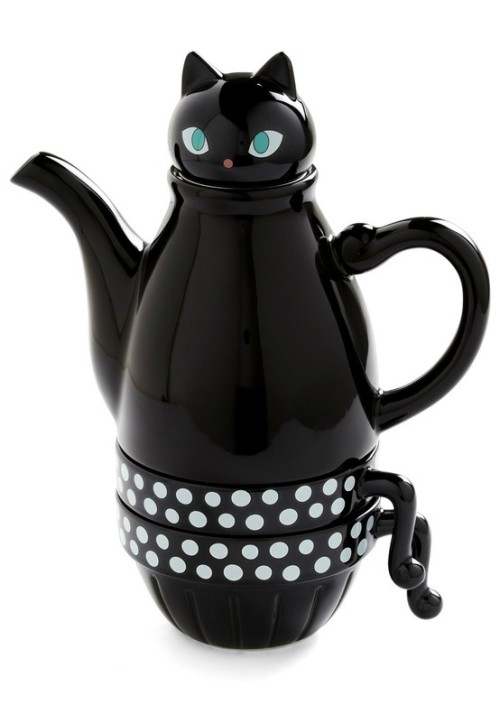 Kawaii of the Day 305 – Black kitty teapot http://bit.ly/TJiGSc