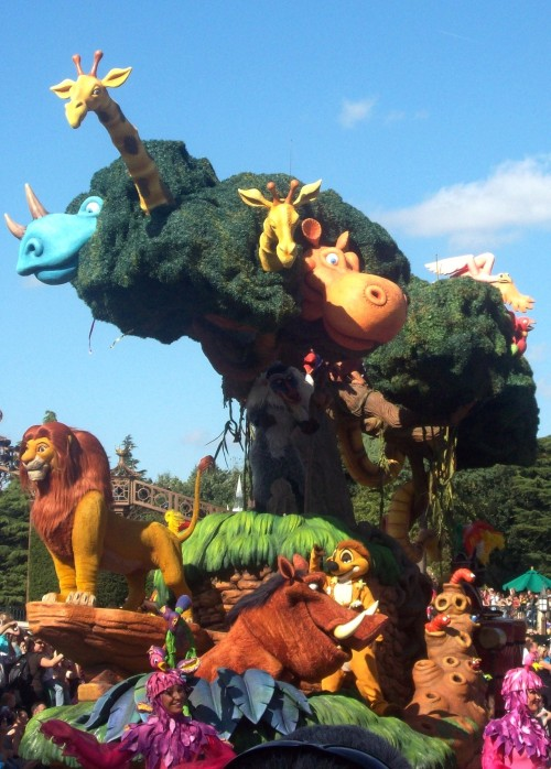 disneymoviefacts:  Lion King Float - Disneyland Paris