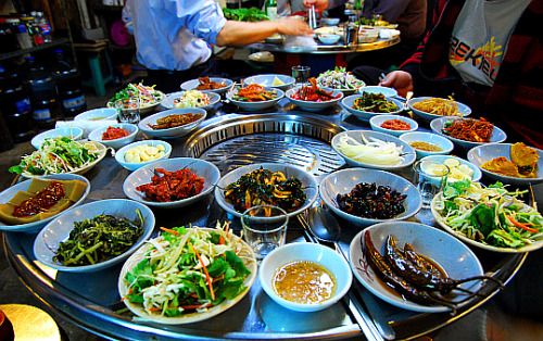 southkoreanfood:  Table setting around a Korean BBQ grill. To meet standards, the many complimentary side dishes (Banchan 반찬, varies by location & restaurant) arrives before the main food! SouthKoreanFood