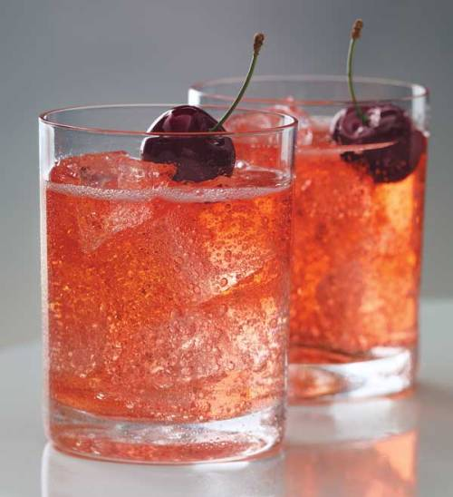 cupcakes-for-breakfast:  Cherry Moon Cocktail Recipe | Ministry of Alcohol