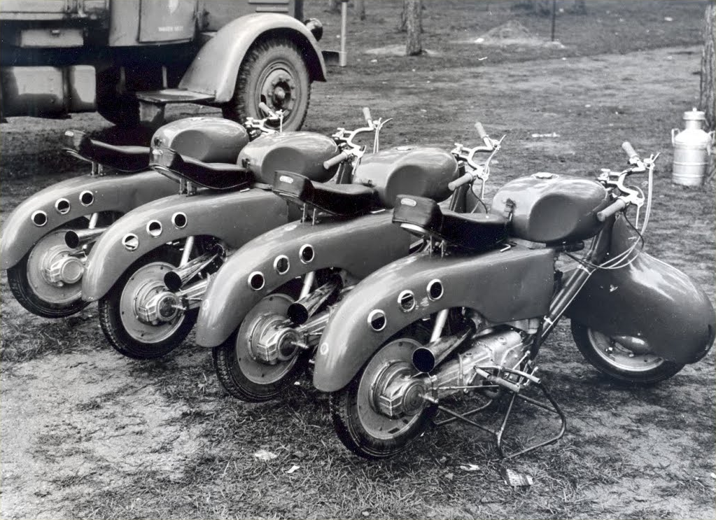 midcenturymodernfreak:  Racing Lambrettas ca. 1950s Via
