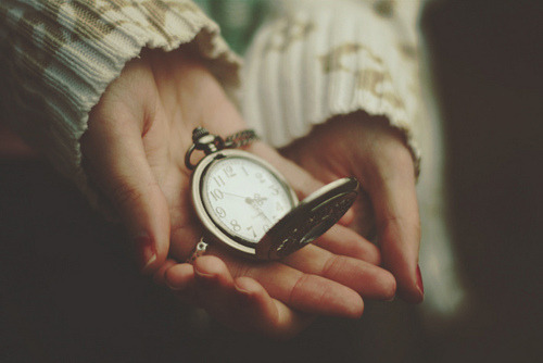 indiabird:  For some, time passes slowly, an hour can seem like an eternity. For others, there's never enough. http://indiabird.tumblr.com