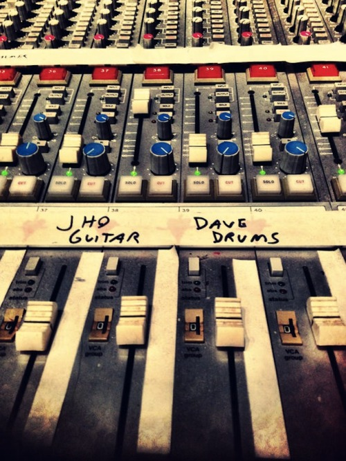 shawnroos:  Dave Grohl Drumming on the New Queens of the Stone Age album!
