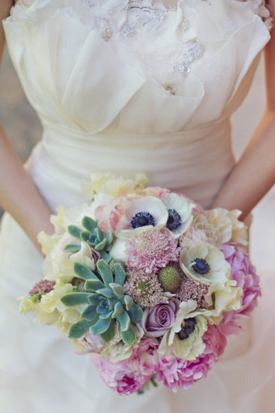 drewskfoundhiserrthing:  flowers, not the dress.