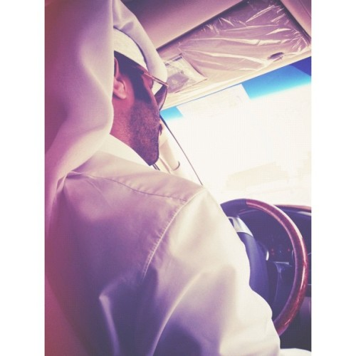 #car #man #thoub #ghetra #toyota #gx #gray #sunglasses #blue #gray #mustache #beard #random #qatar #ksa