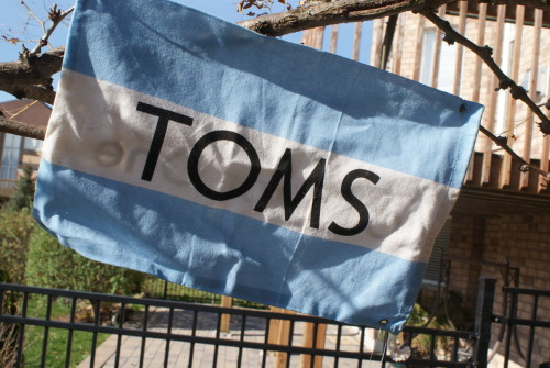 relati0nshit:  fr3-dom:  TOMS  NO, IT'S VANS