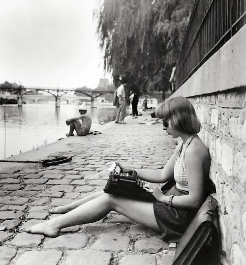 Robert Doisneau  Oldfashioned laptop, Paris, 1947