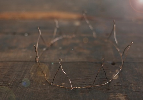freepeople:  DIY Wire Crown