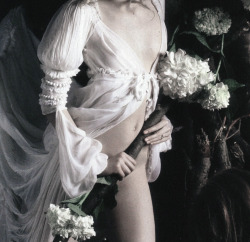 deprincessed:  Editorial detail of Gemma Ward in 'Magnificent Excess' by Mario Sorrenti for Vogue Italia September 2005