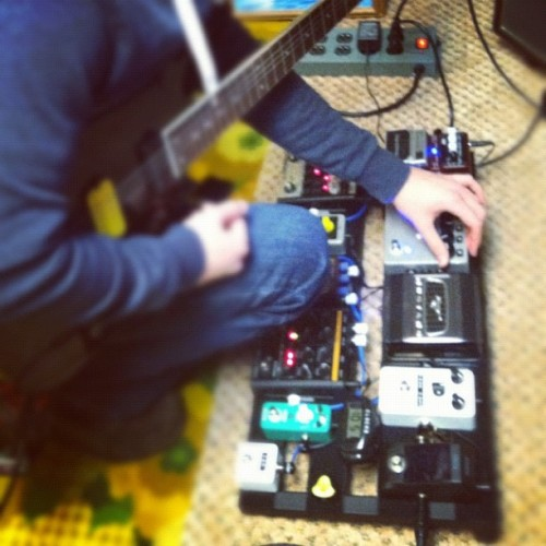 Playing around with the self-oscillation on my DMB. #pedals #pedalgram #pedalboard #mooer #overdrive #taptempo #delay #analog #dmb #ross #compressor #tcelectronic #georgels #mogami #tubescreamer #pedaltrain #ibanez #h&m #bugera #clone #custom