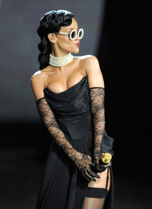 ofthemomentblog:  Rihanna performing at the Victoria's Secret Fashion Show. Big fan of her accessories. Source: wireimage.com
