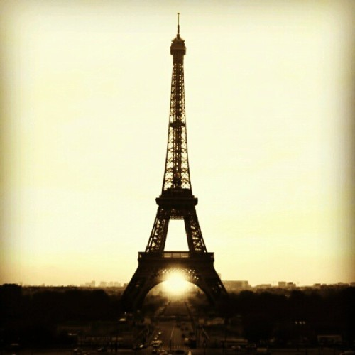 Love U Paris #webstagram #instagram #igers #iphoneonly #ingers #instagramhub #instamood #igdaily #iphonesia #instagood #tweegram #jj #photography #photooftheday #bestoftheday #paris #eiffel