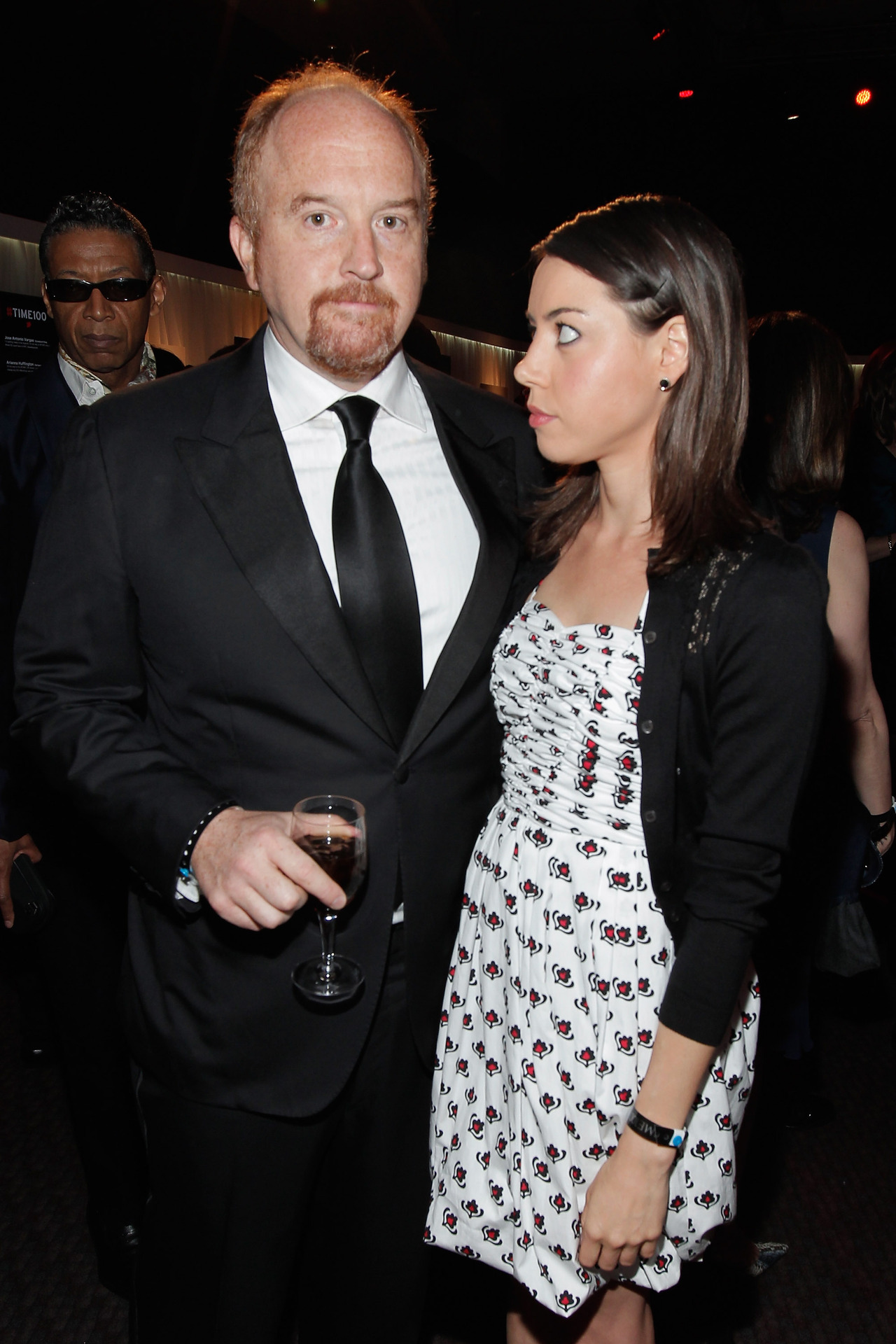 awesomepeoplehangingouttogether:  Louis C.K. and Aubrey Plaza  !!!