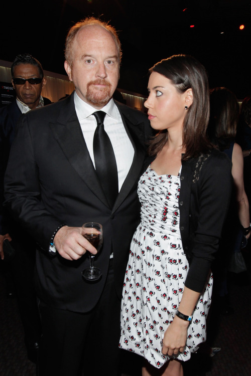 awesomepeoplehangingouttogether:  Louis C.K. and Aubrey Plaza  Reblogged by CNTributor Andy Young (Source)