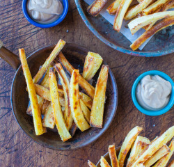 findvegan:  Baked Parsnip Fries with Creamy Balsamic Reduction Dip